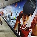 場外的劉翔宣傳大廣告看來顯得諷刺