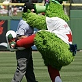 Phillie Phanatic 和裁判對決
