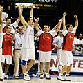 西班牙在2002世錦賽擊敗美國,全隊非常興奮。