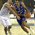 Gasol面對歐洲男籃霸主南斯拉夫,仍然展現強悍的對抗性。
