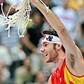 西班牙成功奪冠,Fernandez剪下籃網