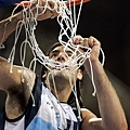 Scola剪下勝利的籃網