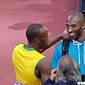 Kobe 與牙買加閃電 Bolt 打招呼