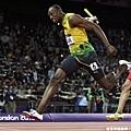 [男子田徑] Usain Bolt 率先通過終點