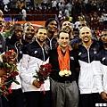 K教練和美國隊金牌合影