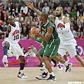 Kobe Bryant和Tyson Chandler照樣積極防守