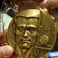 姚明頭像並附贈簽名的特製金牌