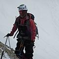 黃文辰位於近垂直雪坡上2