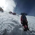 布羅德峰第二營漫長且垂直的深雪,容易耗弱體力讓人寸步難行