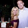David Lee在27歲生日時,女友送上大蛋糕