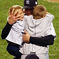 Clemens 擁抱兩位兒子