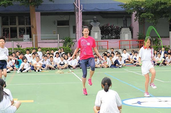 跆拳道國手楊淑君鼓勵學生養成跳繩運動習慣  現場親身展現跳繩功力