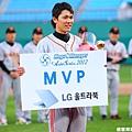 坂本勇人奪下最後的 MVP