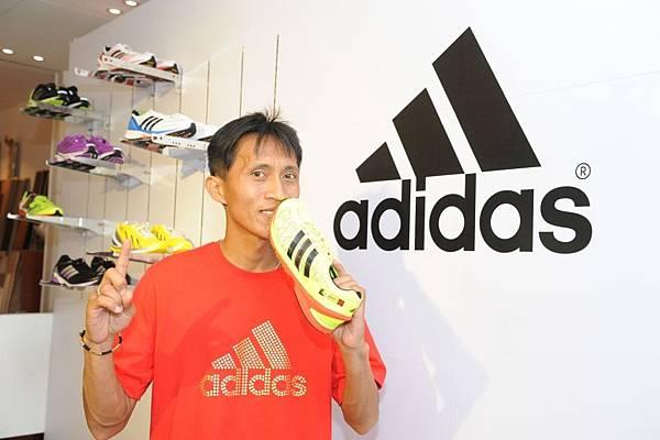 蔣介文榮獲全程馬拉松男子組國內冠軍-2