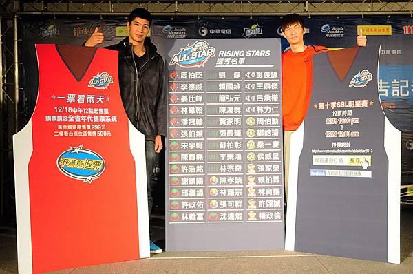 周柏臣(左)與周伯勳(右)呼籲球迷一起來明星賽為他們加油
