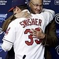 Swisher 和總教練 Terry Francona 擁抱