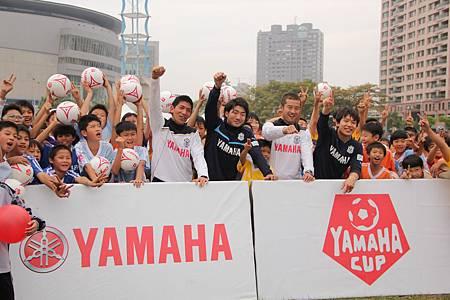 第四屆YAMAHA CUP快樂踢球趣-Jubilo與本屆參賽隊伍進行大合影