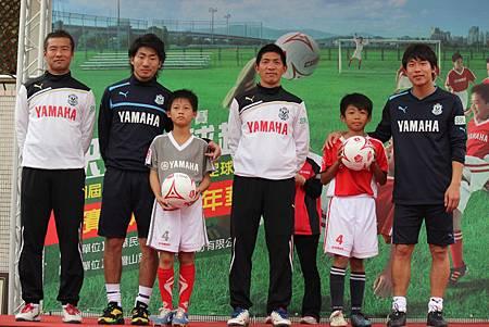 第四屆YAMAHA CUP快樂踢球趣-Jubilo贈送簽名球給小朋友
