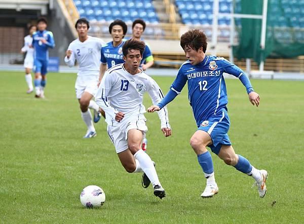 韓國現代尾浦海豚太現贊(右)進兩球