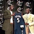 25.2001--身為巫師制服組 挑選 Kwame Brown 狀元成笑柄