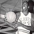 38.當時曾傳出Jordan在高中時期被踢出校隊的傳言