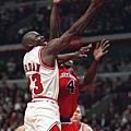 41.1997--季後賽首輪第二戰  對上子彈(巫師前身)攻下55分