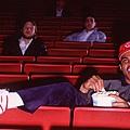 5.七六人時期的 Charles Barkley 俏皮地看電影