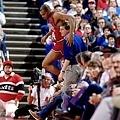 12.Barkley 與場邊球迷互動 1987-88球季 Barkley得到生涯最高的 28.3 分