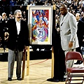 29.2001年Charles Barkley的退休儀式上 Leroy Neiman 獻上畫作