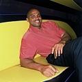 33.躺在沙發上的 Charles Barkley