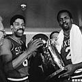 費城七六人--14連勝 (圖為1983球季奪冠照)