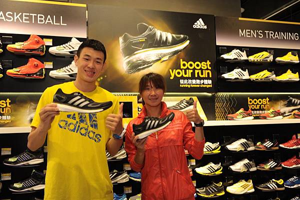 國內長跑一姐陳淑華及SBL新星宋宇軒參觀adidas嶄新京站門市,體驗adidas最新革命性跑鞋Energy Boost