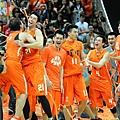 奪冠瞬間全隊開心慶祝