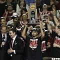 Louisville 擊退 Michigan 奪冠