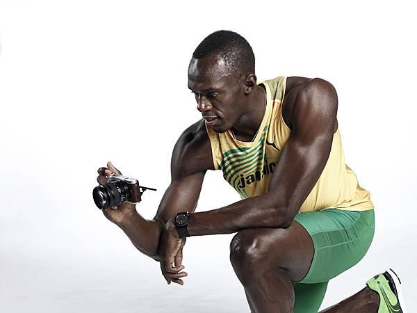 三星更與Usain Bolt基金會攜手,以「NX青年攝影師(NX Junior Photographer)」為計劃主旨,藉由提供攝影器材及攝影課程,來激發年輕攝影師的無限潛能,並協助他們實現長久以來的夢想