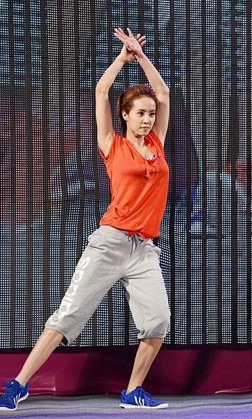 蔡依林也認為ata訓練課程她的對舞台表演幫助良多,「adidas固定幫我安排各種不同的訓練課程,像瑜珈、拳擊有氧、效能訓練與最近上的水中有氧,對於增進我的肌耐力和肺活量很有幫助,讓我在未來能夠嘗試更多的舞台挑戰。