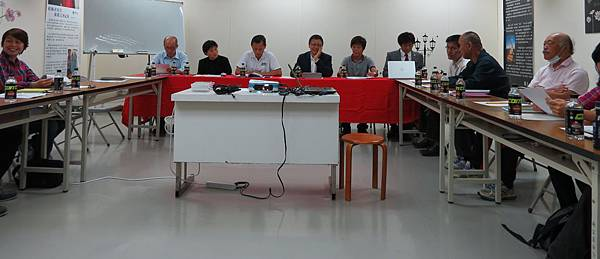 INAC神戶女足會長文弘宣(中)與台灣各區代表分享他經營的經驗