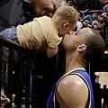 S.Curry親吻女兒