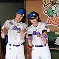 20130526義大高國輝(左)胡金龍(右)模仿MANNY