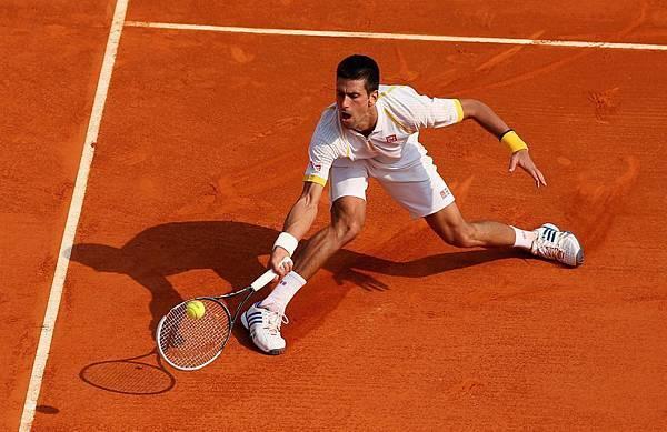 adidas與Novak Djokovic 成為長期球鞋合作夥伴,Djokovic 穿上Barricade 7 出賽法網大滿貫