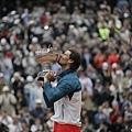Rafael Nadal親吻金盃