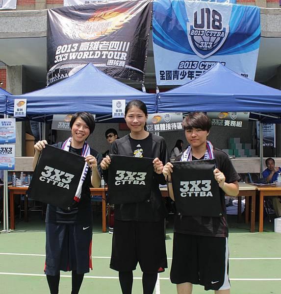 馬怡鴻(中)、文祺(左)、姜憶蓮組隊參加「高雄老四川3x3 World Tour選拔賽」,重溫當隊友的感覺