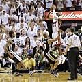 NBA總冠軍戰第六場 Ray Allen 準備投出那顆關鍵追平三分球的一瞬間