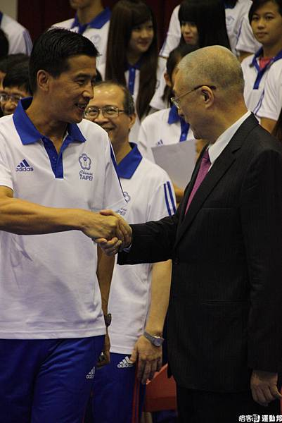 副總統吳敦義與代表團握手勉勵