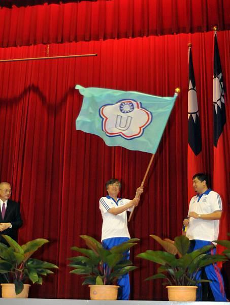 副總統吳敦義授旗