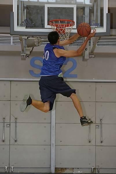 來自明道大學的選手現場秀了一手大車輪灌籃!