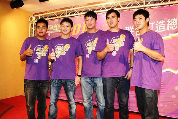 20130701義大上半季加薪球員左至右陳凱倫林瑋恩高國輝林晨樺林琨笙