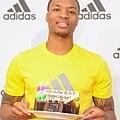 adidas 特別為7/15生日的Damian Lillard準備特製all in for ROY生日蛋糕