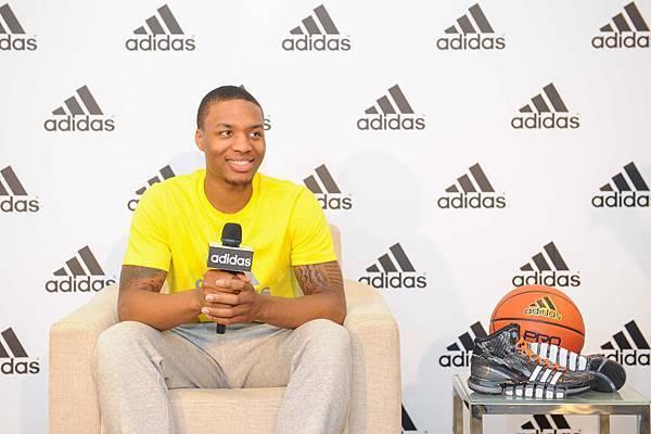 身為當今全聯盟最火燙的超級新星,Damian Lillard也帶來代言adidas Crazy Quick全新科技鞋款-2