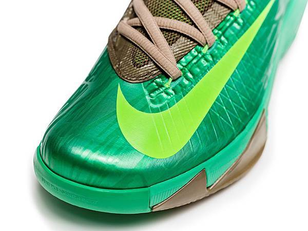Nike KD VI的設計準確地呈現出Kevin Durant在球場上移動精準的球風